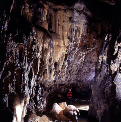 Cavern tour gallery pooles cavern buxton country park - Buxton swimming pool opening times ...